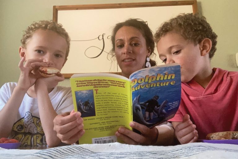 Kendra Knouff reads to her children